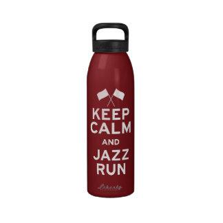 Guarde el funcionamiento de la calma y del jazz botella de agua