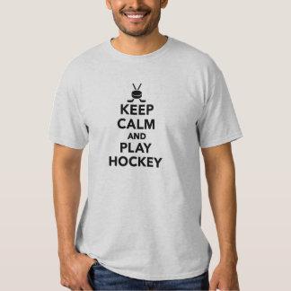 Guarde el hockey de la calma y del juego playeras