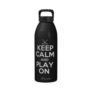 Guarde el hockey hierba de la calma y del juego en botellas de beber