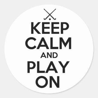 Guarde el hockey hierba de la calma y del juego en pegatina redonda