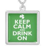 Guarde el humor tranquilo del día del St Patricks Pendientes Personalizados