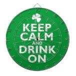 Guarde el humor tranquilo del día del St Patricks Tabla Dardos