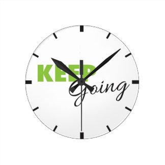 Guarde el ir - el decir inspirado del reloj redondo mediano