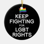 GUARDE EL LUCHAR PARA LAS DERECHAS DE LGBT ORNAMENTOS DE NAVIDAD