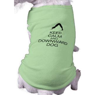 Guarde el perro tranquilo y hacia abajo playera sin mangas para perro
