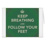 Guarde el respirar y siga sus pies tarjeton