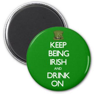Guarde el ser irlandés imán redondo 5 cm
