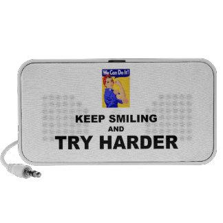 Guarde el sonreír e intente más difícilmente altavoces
