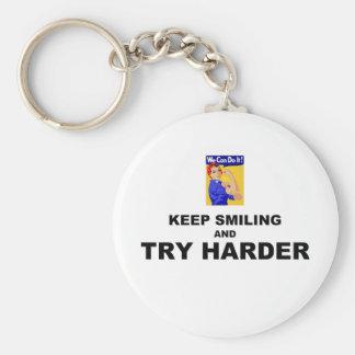 Guarde el sonreír e intente más difícilmente llavero redondo tipo pin