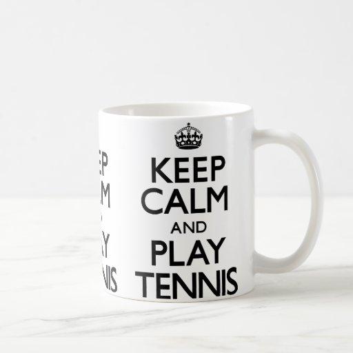 Guarde el tenis de la calma y del juego (continúe) taza básica blanca