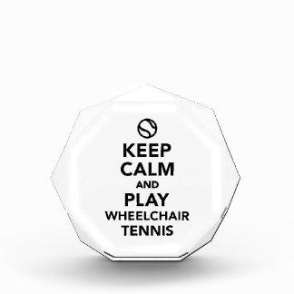 Guarde el tenis de la silla de ruedas de la calma