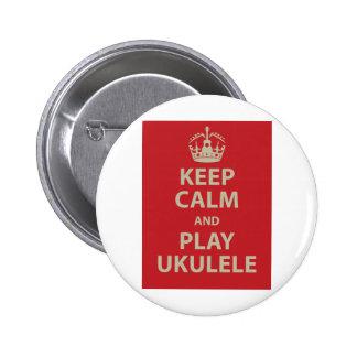 Guarde el Ukulele de la calma y del juego Pin Redondo De 2 Pulgadas