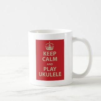 Guarde el Ukulele de la calma y del juego Taza Básica Blanca