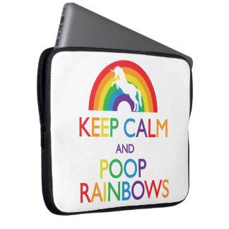 Guarde el unicornio de los arco iris de la calma y mangas computadora