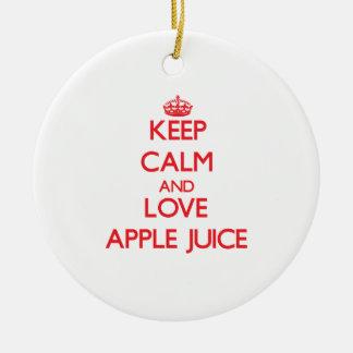 Guarde el zumo de manzana de la calma y de amor adorno redondo de cerámica