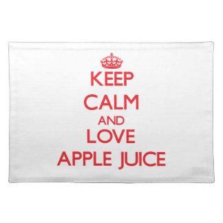 Guarde el zumo de manzana de la calma y de amor manteles