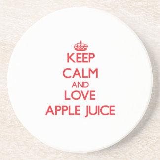 Guarde el zumo de manzana de la calma y de amor posavasos para bebidas