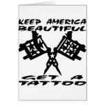 Guarde hermoso americano para conseguir un tatuaje tarjetas