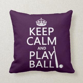 Guarde la bola de la calma y del juego (béisbol) cojín decorativo