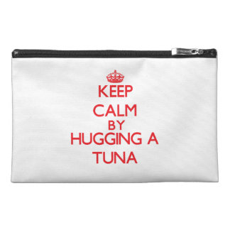 Guarde la calma abrazando un atún