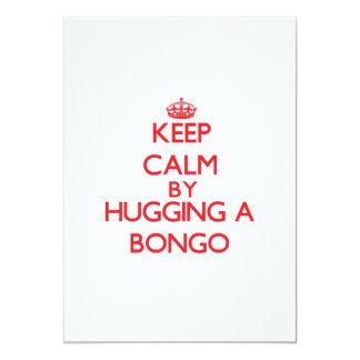 Guarde la calma abrazando un bongo invitaciones personales