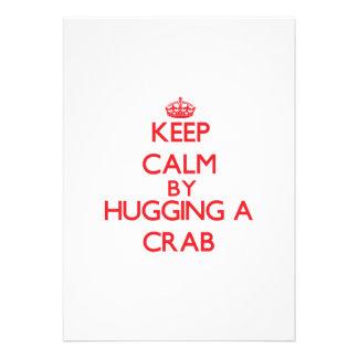 Guarde la calma abrazando un cangrejo invitación