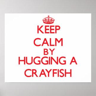 Guarde la calma abrazando un cangrejo poster