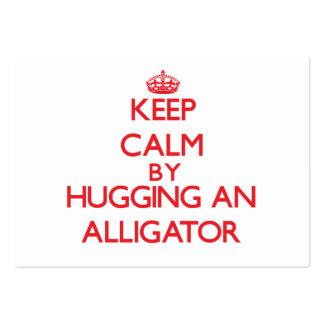 Guarde la calma abrazando un cocodrilo tarjeta de visita