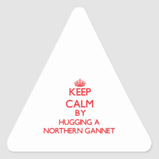 Guarde la calma abrazando un Gannet septentrional Pegatina Triangular