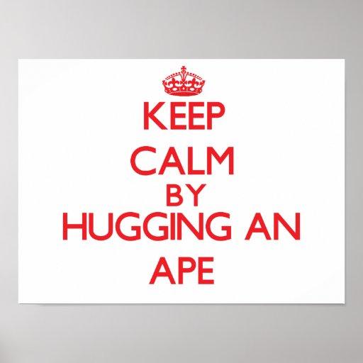 Guarde la calma abrazando un mono póster