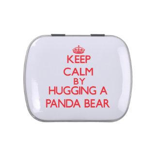 Guarde la calma abrazando un oso de panda frascos de dulces