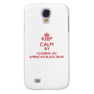 Guarde la calma abrazando un oso negro americano