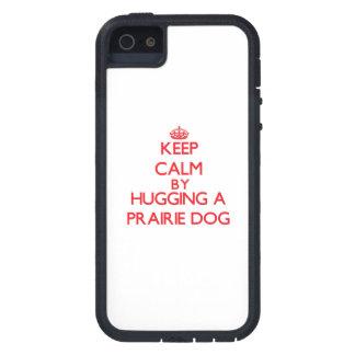 Guarde la calma abrazando un perro de las praderas iPhone 5 fundas