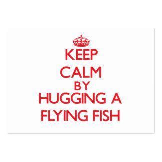 Guarde la calma abrazando un pez volador tarjeta de visita