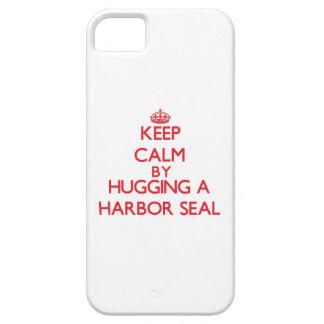 Guarde la calma abrazando un sello de puerto iPhone 5 carcasas