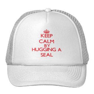 Guarde la calma abrazando un sello gorras