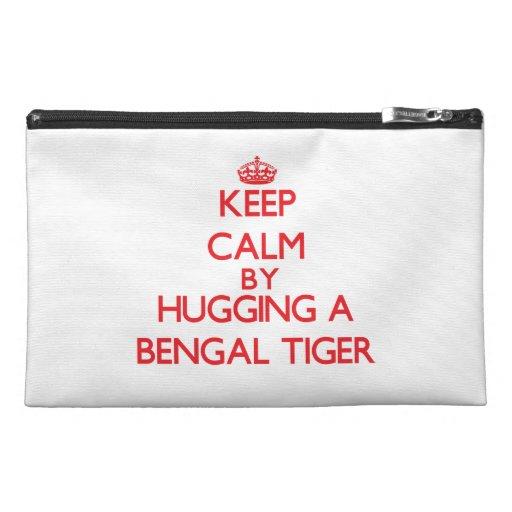 Guarde la calma abrazando un tigre de Bengala