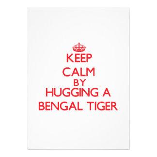 Guarde la calma abrazando un tigre de Bengala Invitacion Personal