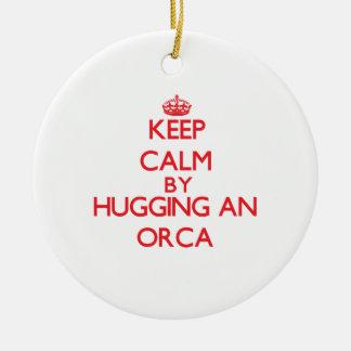 Guarde la calma abrazando una orca ornamentos de reyes magos