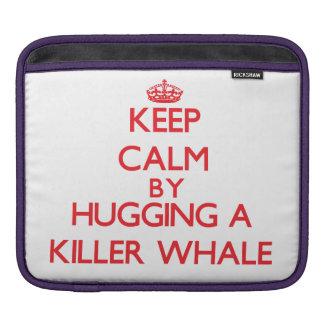 Guarde la calma abrazando una orca fundas para iPads