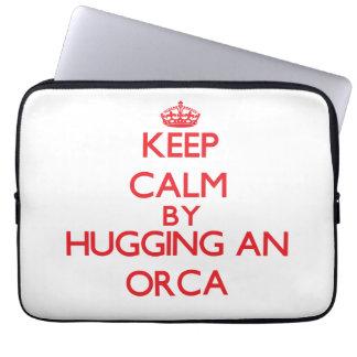 Guarde la calma abrazando una orca funda ordendadores