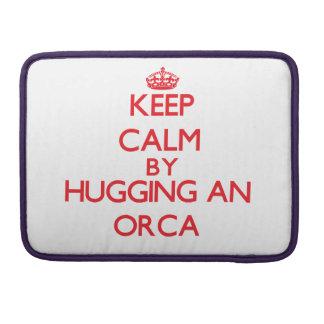 Guarde la calma abrazando una orca fundas para macbook pro