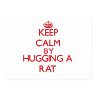 Guarde la calma abrazando una rata tarjetas de visita grandes