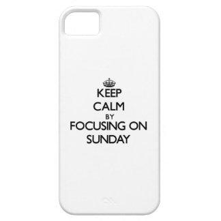 Guarde la calma centrándose el domingo iPhone 5 Case-Mate cobertura