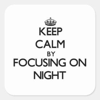Guarde la calma centrándose el noche calcomanía cuadradase
