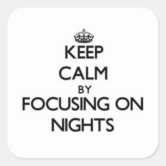 Guarde la calma centrándose el noches pegatinas cuadradas personalizadas