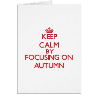 Guarde la calma centrándose el otoño tarjeta de felicitación