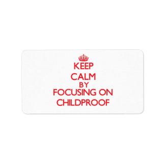 Guarde la calma centrándose en a prueba de niños etiqueta de dirección
