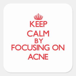 Guarde la calma centrándose en acné pegatina cuadrada