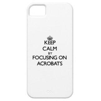 Guarde la calma centrándose en acróbatas iPhone 5 cárcasa